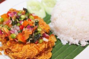 Ayam Geprek Petir Kekinan di Medan