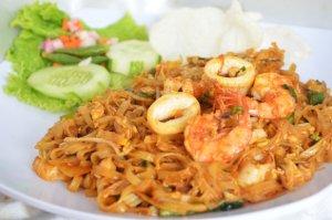 Menikmati Ifomie Goreng Seafood di Kota Medan