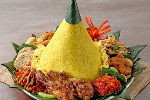 nasi tumepeng menu makanan catering