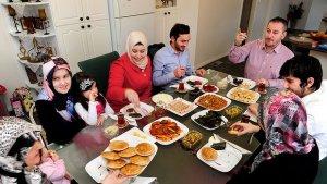 rindu momen makan bersama keluarga