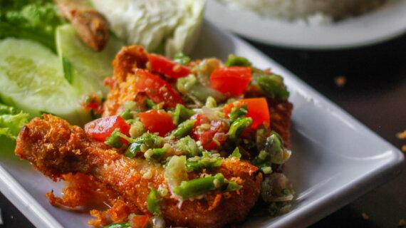 Keunikan Ayam Pecak Medan