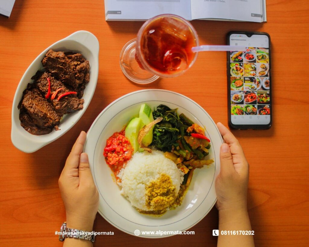 Isi Jam Istirahat Dengan Baik,Jangan Lupa Untuk Makan Enak